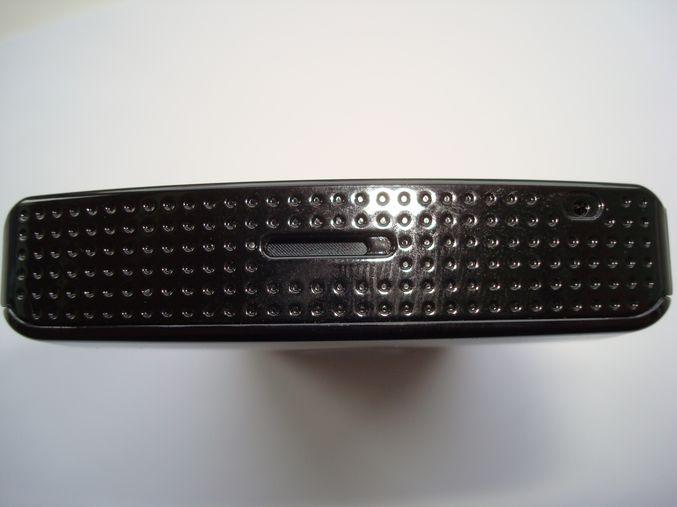 Вид снизу Samsung i8910, динамик и микрофон