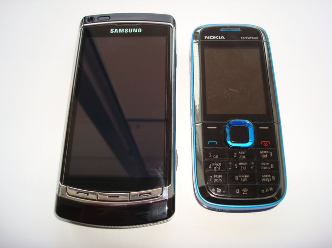 Samsung i8910 и Nokia 5130